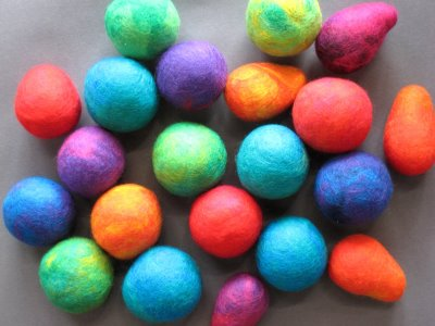felted+balls1 Making Felted Balls