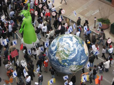 inflated+liberty+and+world Immigration March