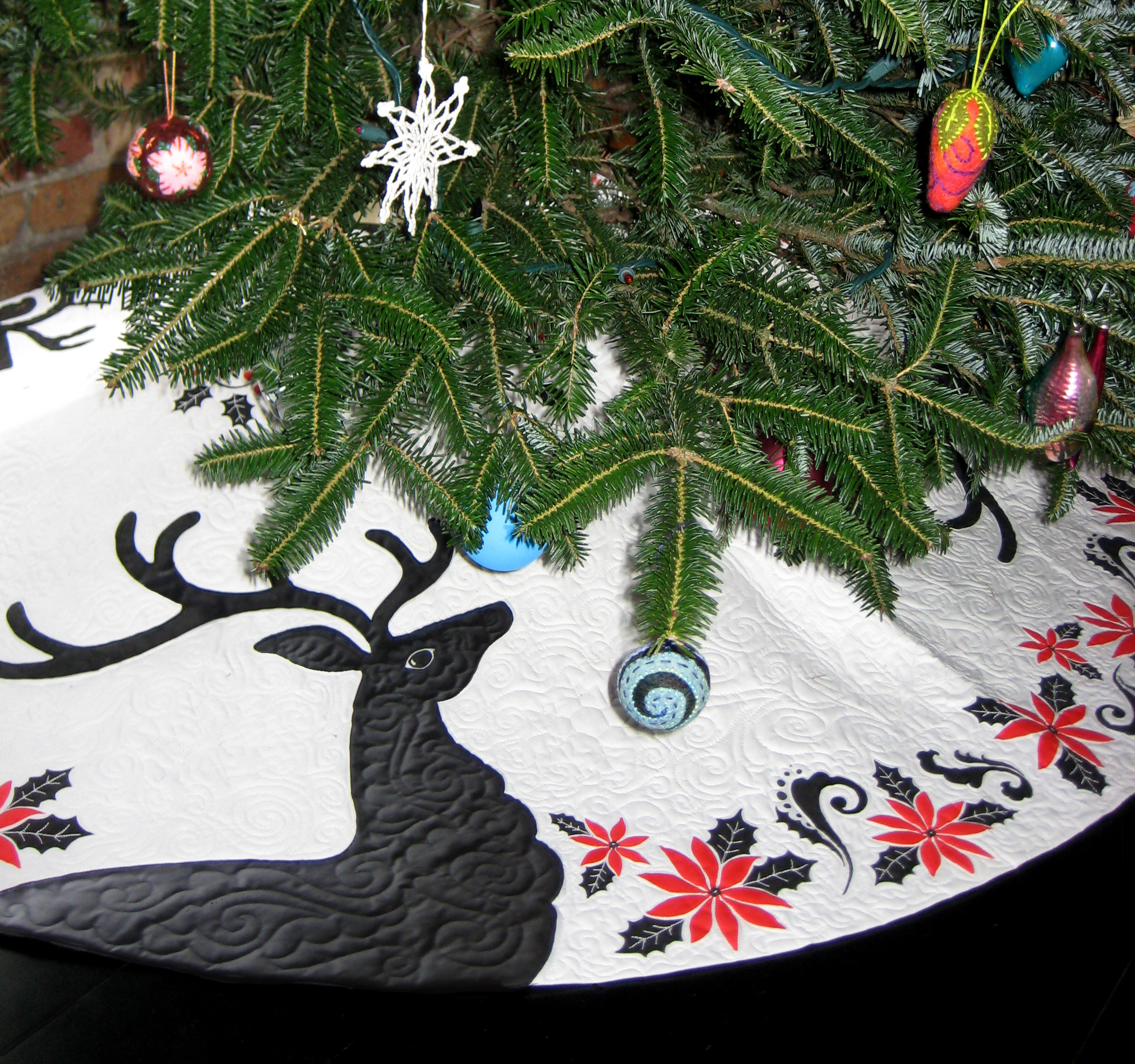Painted Deer and Poinsettia Quilted Christmas Tree Skirt ...